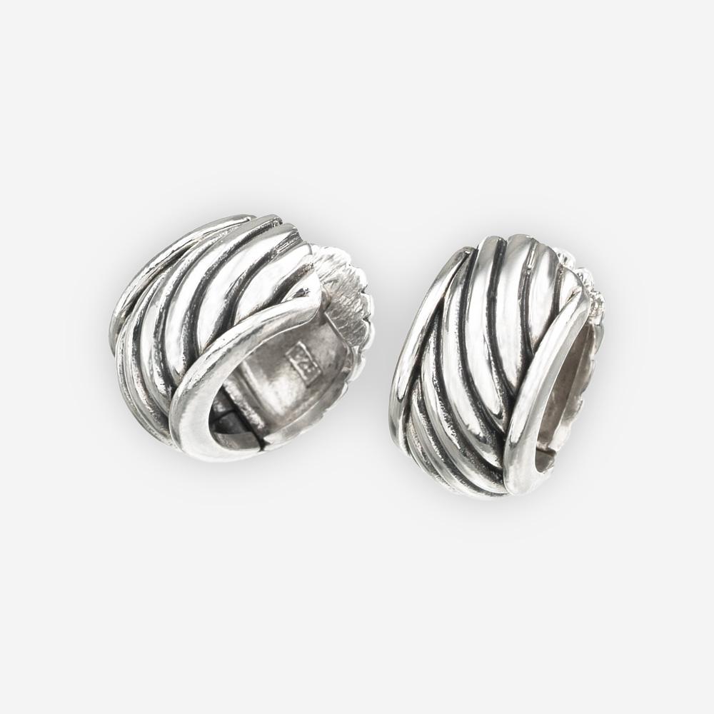 Aretes anchos de cable torcido está hecho de plata .925 oxidado.