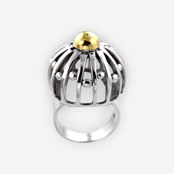 Anillo de plata Abovedado hecho de plata fina .925 con puntos dorados.