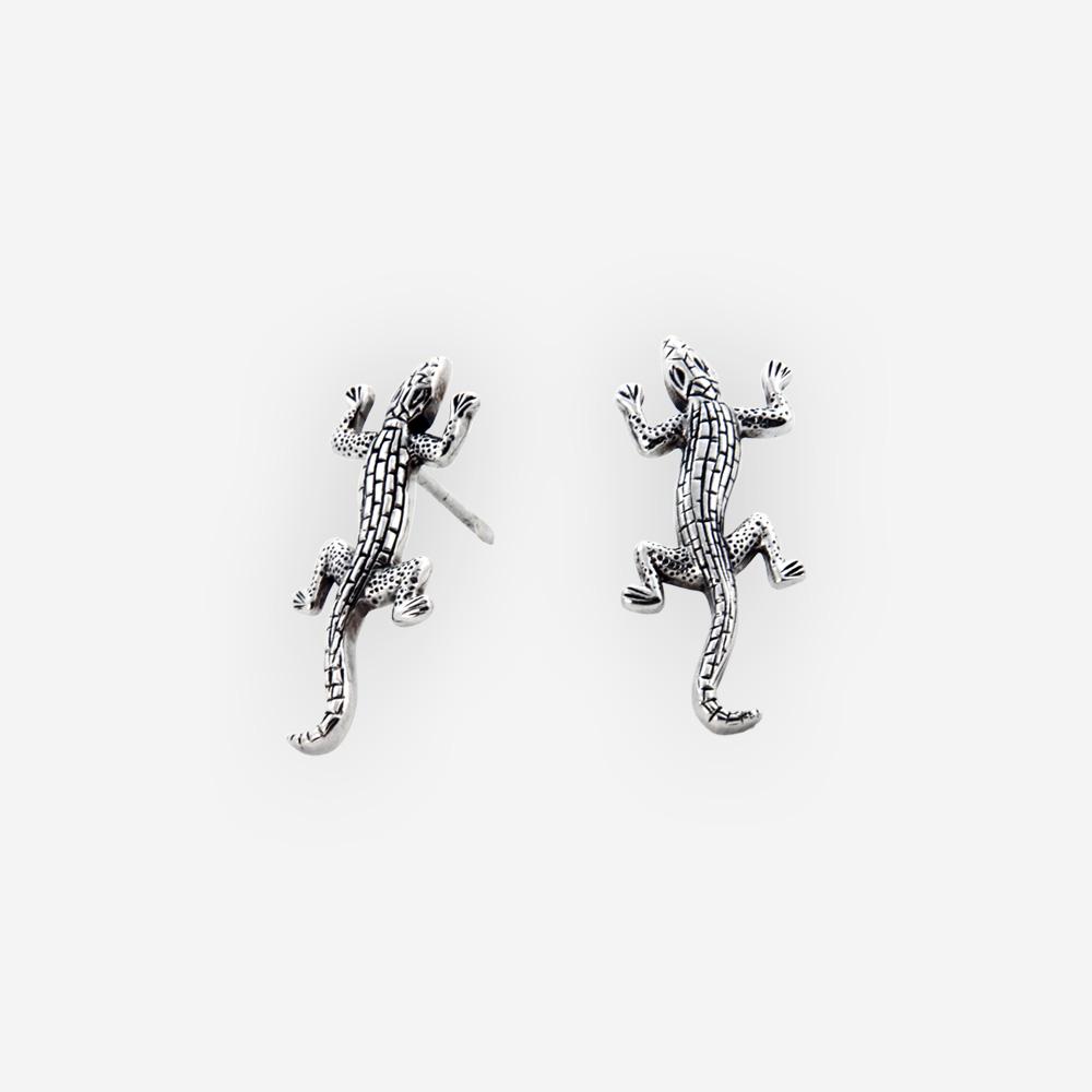 Aretes Exótico en forma de lagartija oxidado y hecha a mano de plata .925.