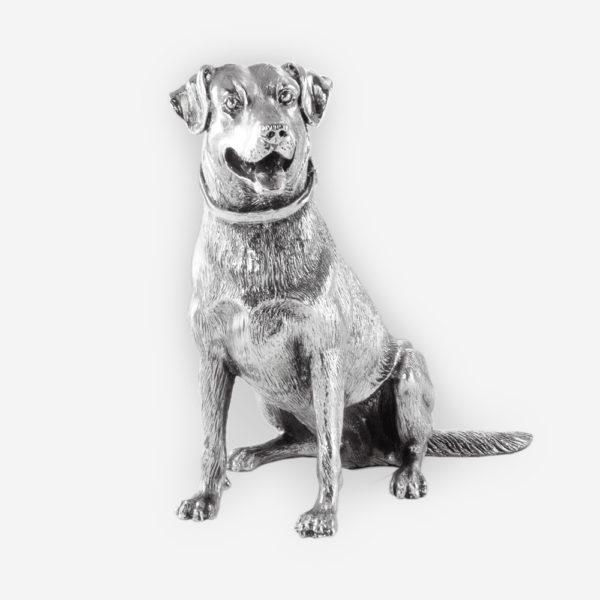Escultura de Plata de un Noble Perro Labrador  hecha mediante proceso de electroformado.