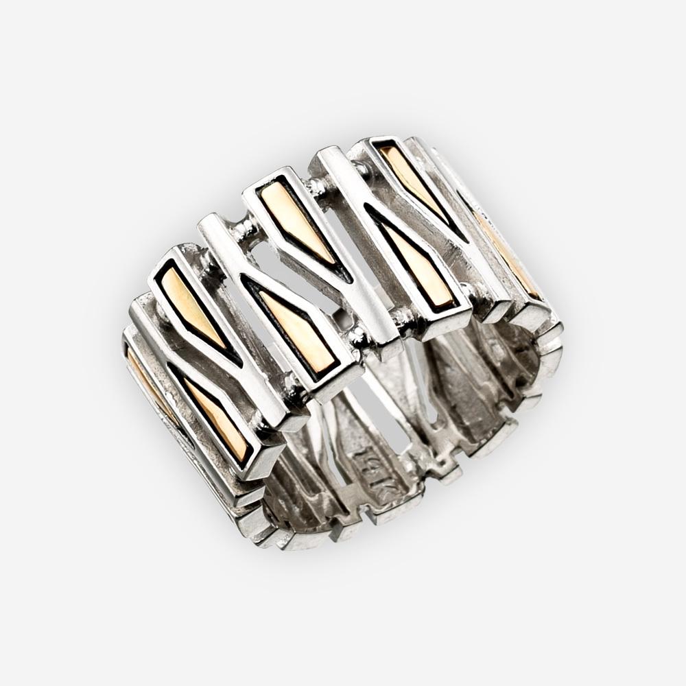 Un anillo con diseño de formas geométricas delgadas hecho de Plata Fina y Oro de 14K.