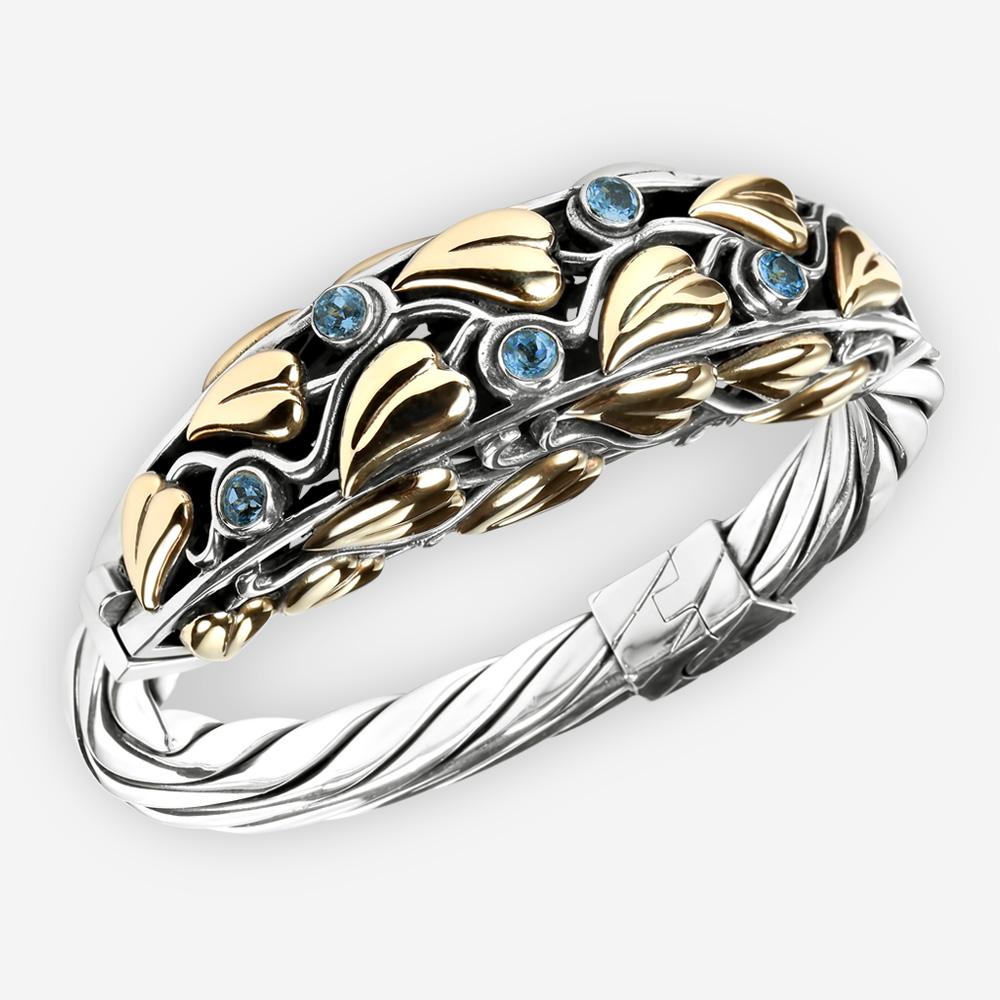 Brazalete de plata adornado con las hojas del oro 14k y las gemas azules del topacio.