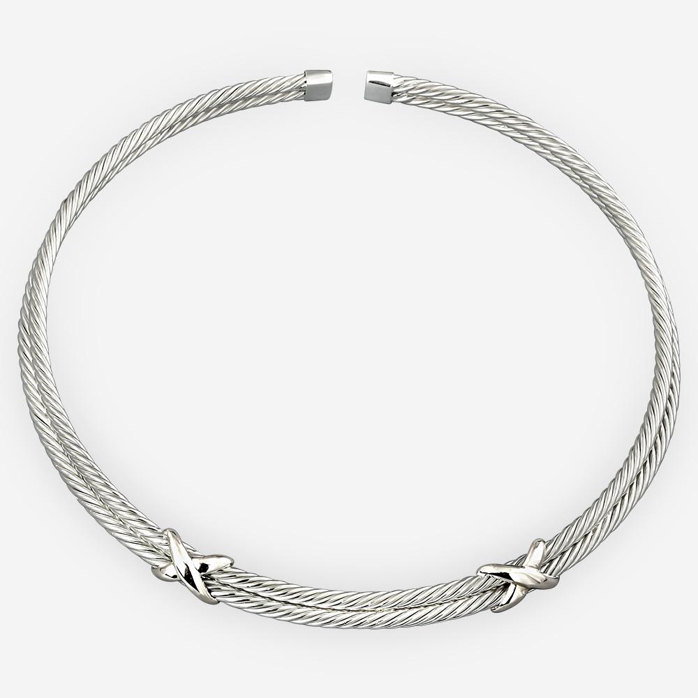Gargantilla de cable trenzado de plata esculpida hecha de plata fina .925.