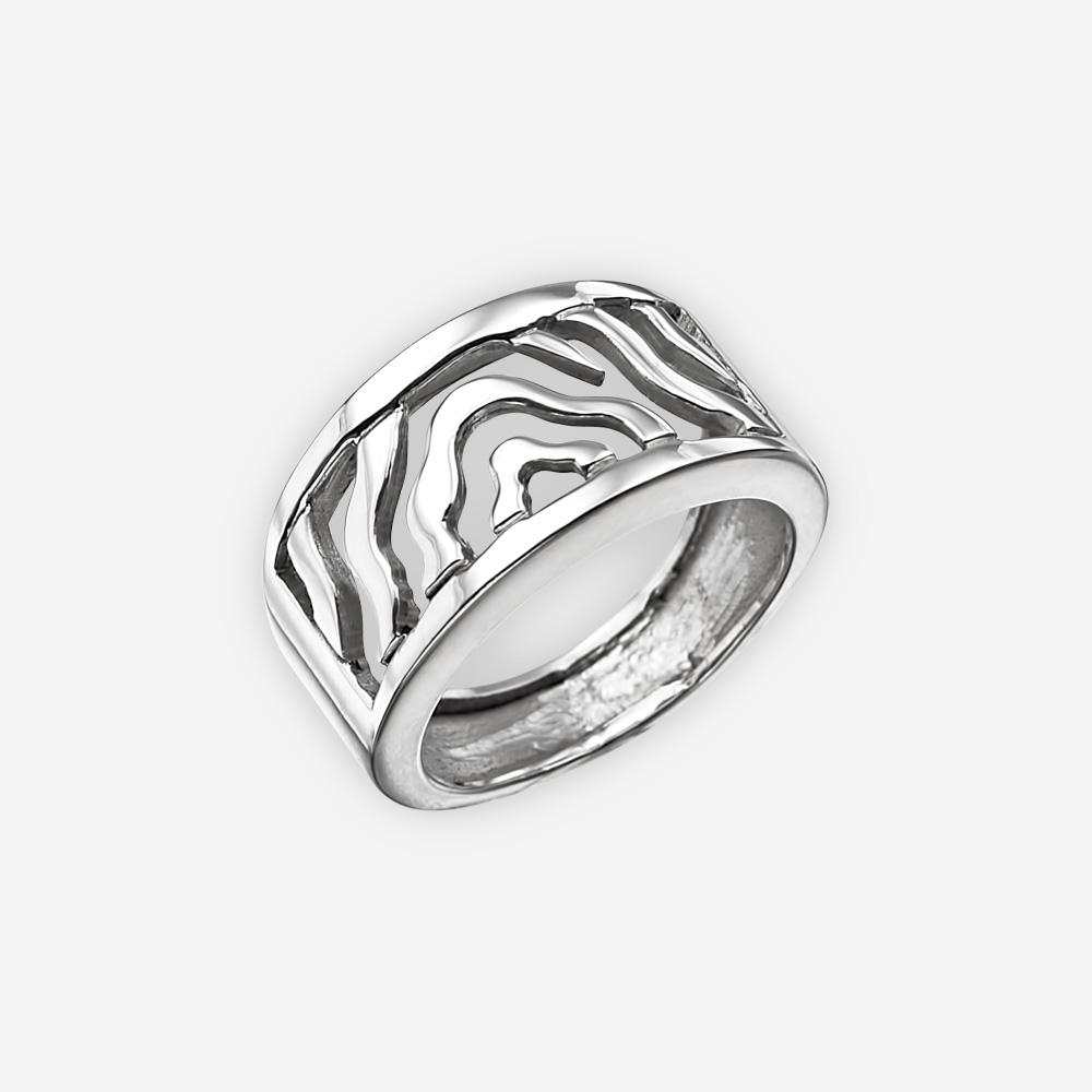 Anillo de plata fina moderna altamente pulido con diseño de onda abstracta y banda ancha.