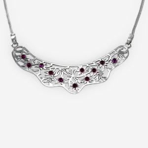 Collar de plata y amatista con grabados de lirios