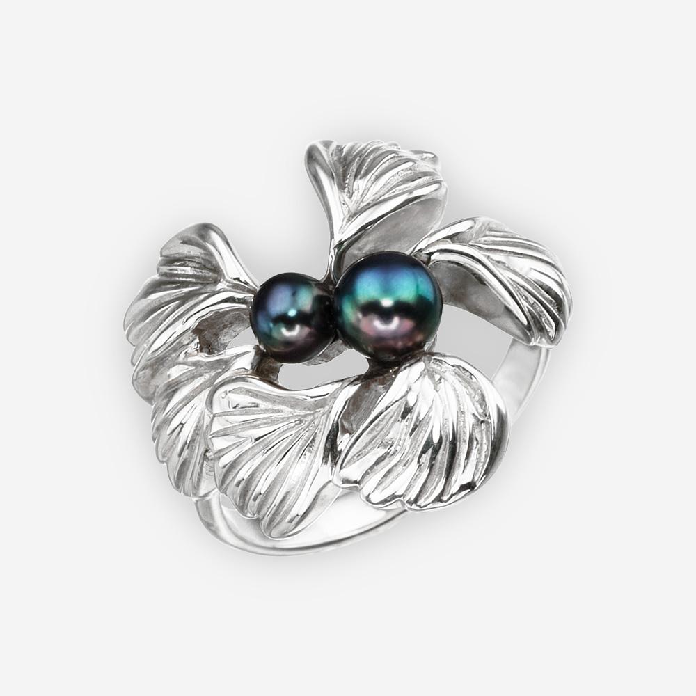 Anillo en forma de flor con las perlas de agua dulce negras y hecho a mano de la plata fina .925