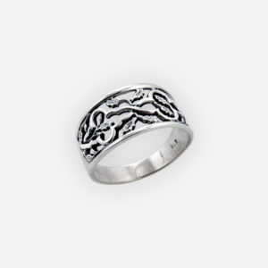 A beautiful plain silver scrolling leaf ring crafted from oxidized 925 sterling silver and features a lovely cutout scrolling leaf design.