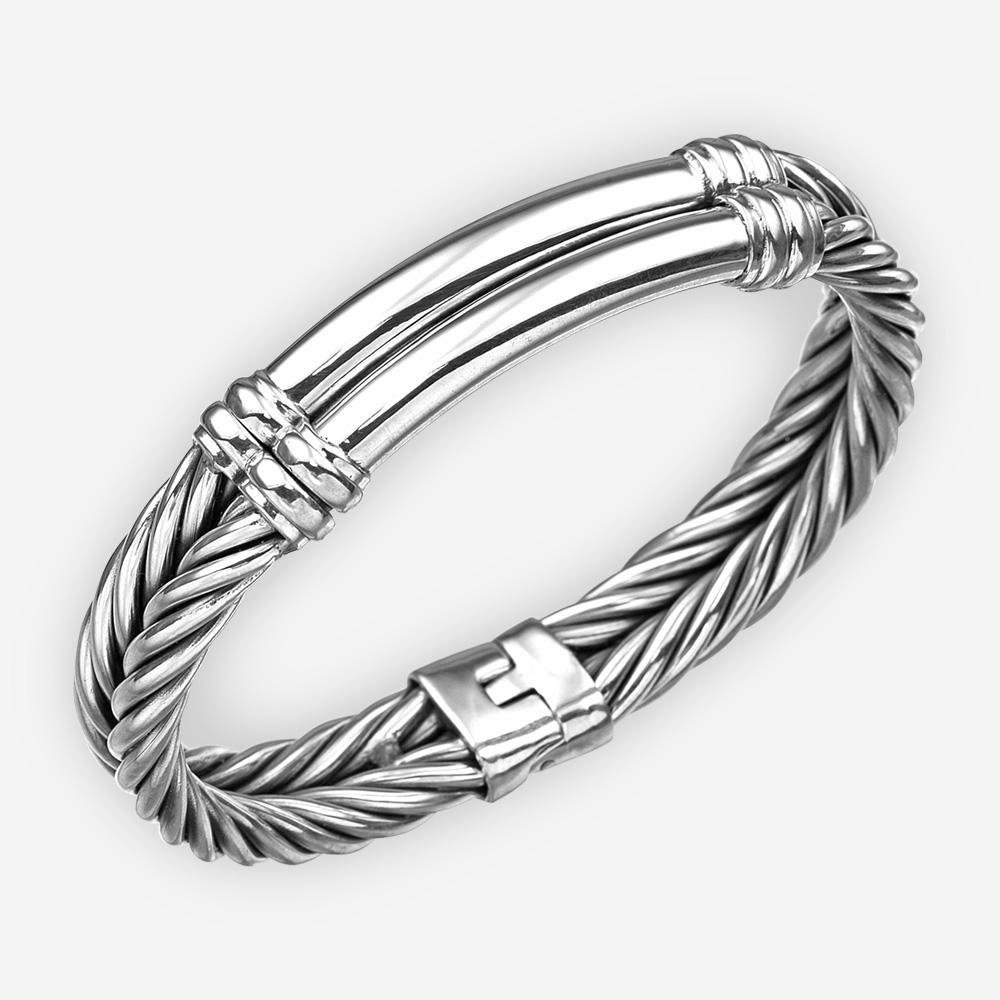 Brazalete de cable trenzado de plata con pieza central de plata lisa y cierre de bisagra.