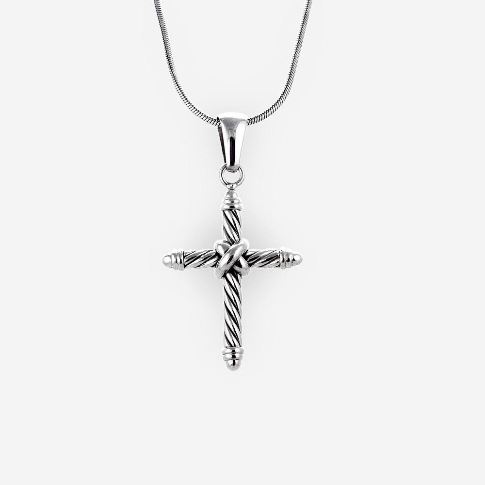 Pendiente de plata en forma de cruz hecha de plata fina .925.