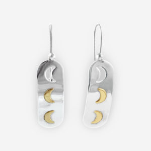 Aretes colgantes de plata con lunas de oro 14 kt.