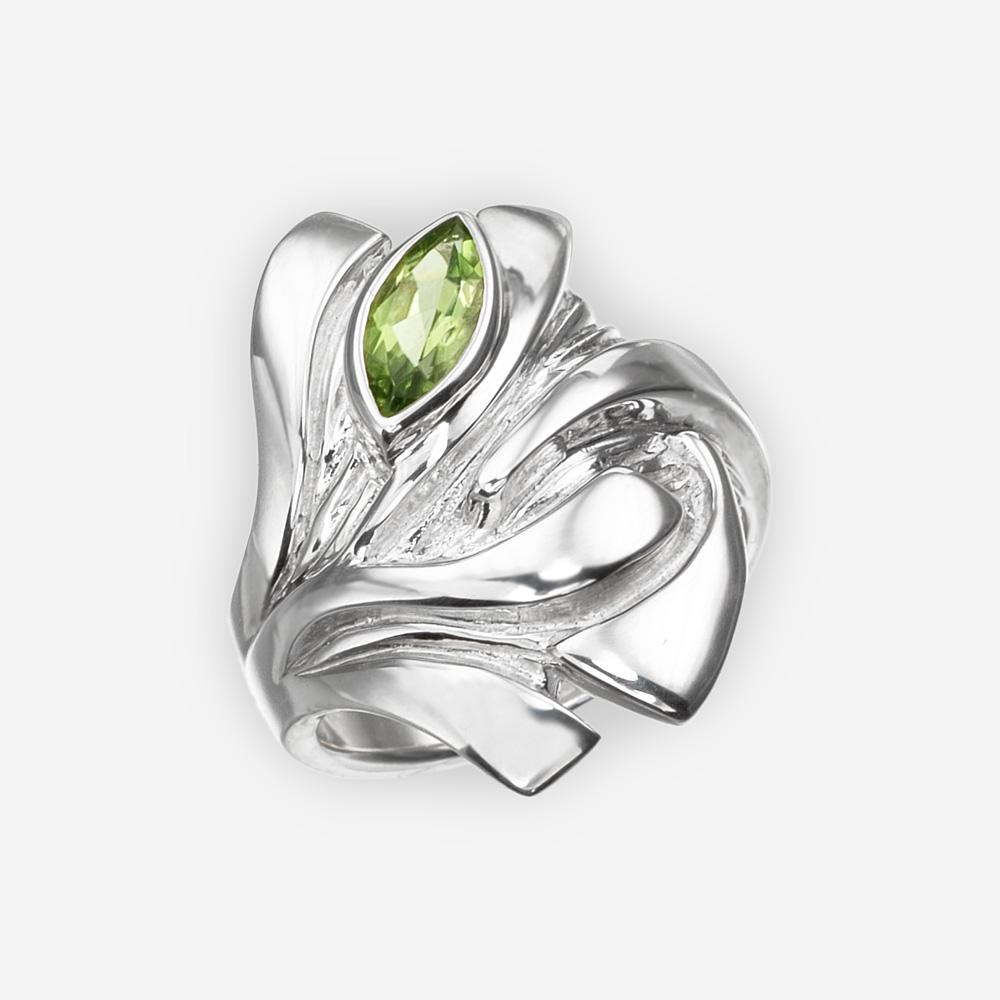 Anillo de ojos de dragón de plata conjunto con una piedra preciosa peridoto.