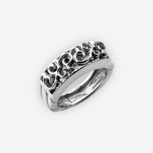 Esto es un anillo hermoso de plata fina 925 que ofrece un diseño detallado afiligranado hermoso y la venda de plata llana.