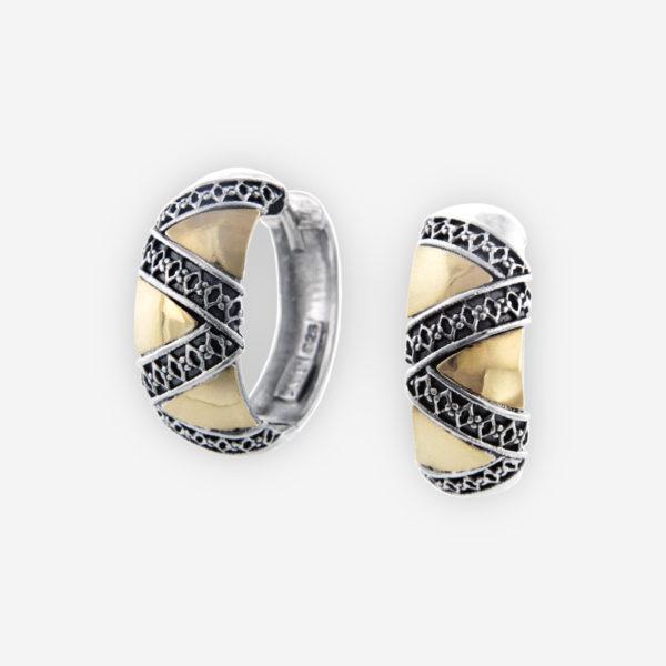 Distinguidas Arracadas de Plata .925 y Oro 14kt,  con grabados y relieves geométricos, delineados en Plata oxidada bellamente enlazados a la pieza
