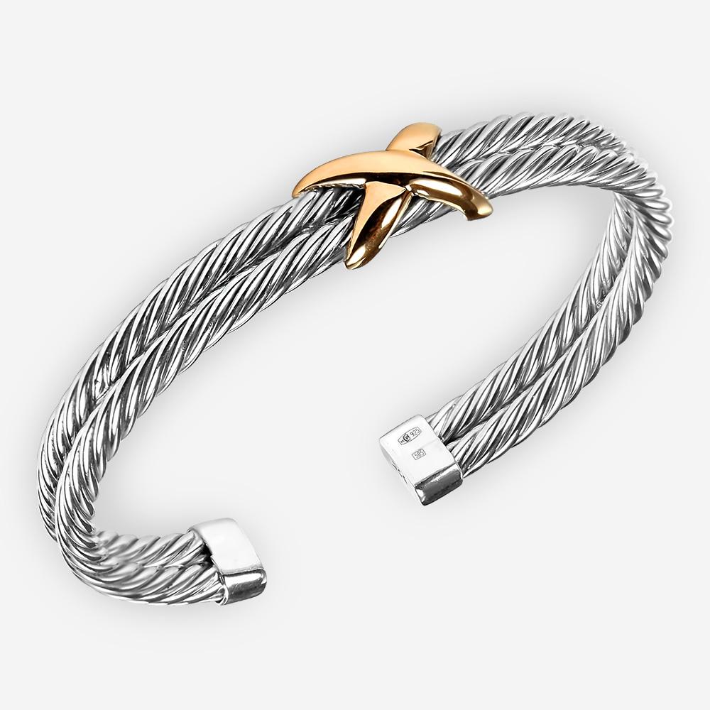Pulsera de cable de dos tonos de plata fina con diseño de cable torcido y pieza focal de oro de 14k.