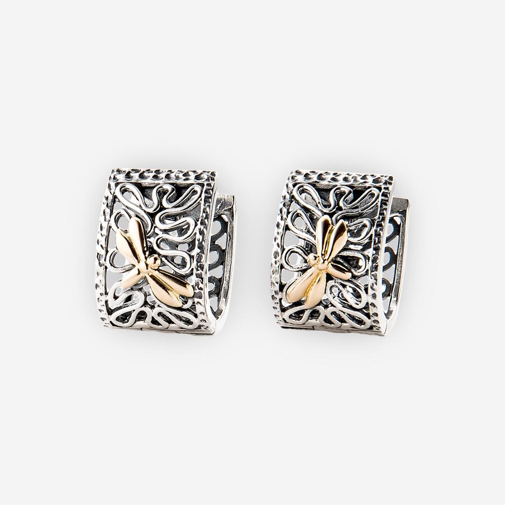 Aretes huggies de dos tonos de plata con libélula de oro 14k.