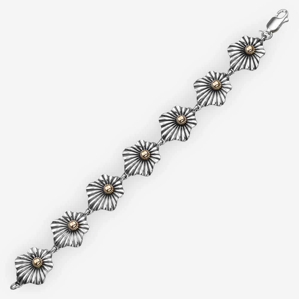 Brazalete floral enlazado de dos tonos de plata fina echa a mano con oro de 14k.