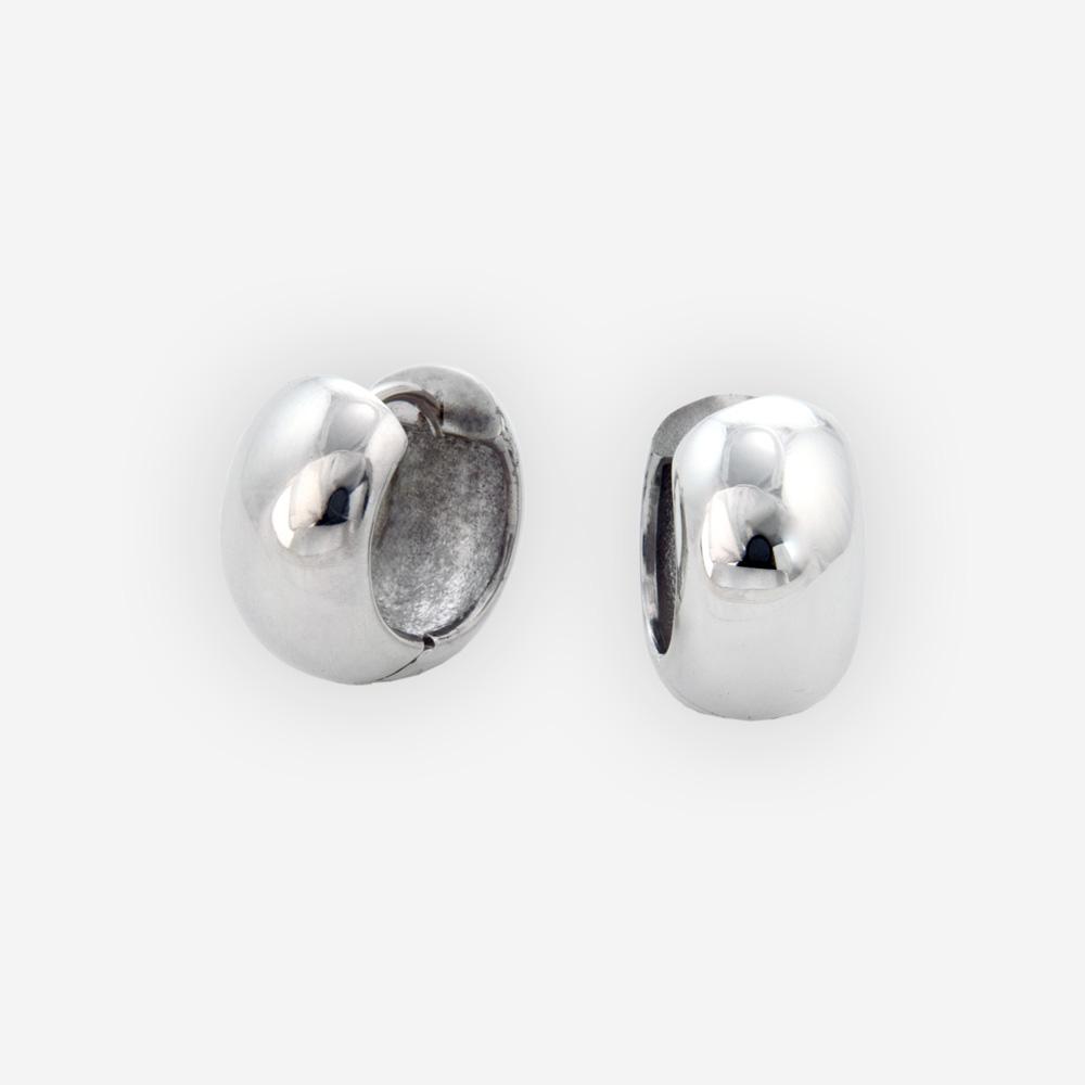 Los aretes de plata de círculo ancho cuentan con pequeños aros hechos a mano de plata .925.