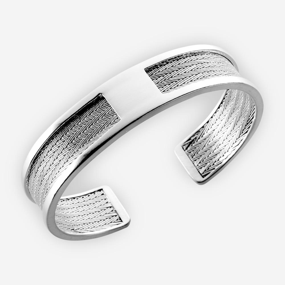 Pulsera de plata de diseño clásico y elegante. Ofrece el diseño tejido de la espiga de pez y está hecho en plata fina .925.